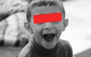 【シリーズ・都市伝説】見つめられる恐怖「黒い目の子ども」